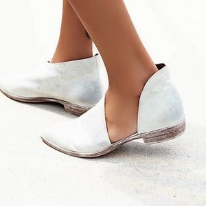 Free People - Royale Flat in Silver